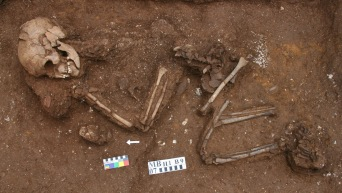 1   Man Bac Burial 9 in situ