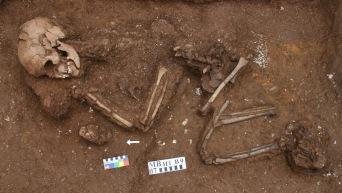 1   Man Bac Burial 9 in situ