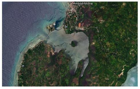 The real Pirate Bay? Google Earth image of the bay on St Mary's Island which was home to a large pirate enclave. Ils des Forbans can be seen in the centre of the bay.